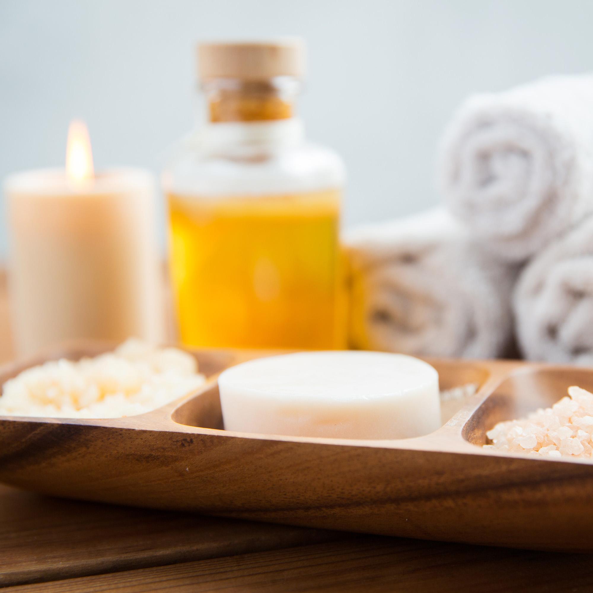 massage © Can Stock Photo _ dolgachov